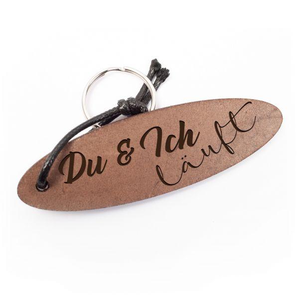 Schlüsselanhänger oval aus Echtleder mit Gravur im Used Look | Du & Ich Läuft
