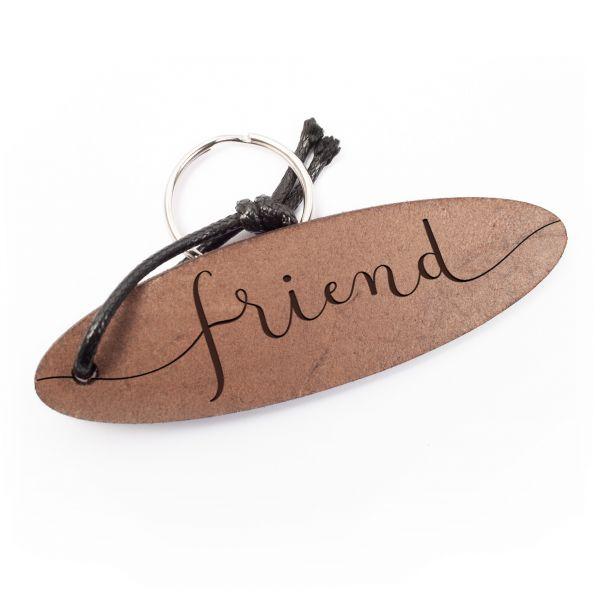 Schlüsselanhänger oval aus Echtleder mit Gravur im Used Look | friend
