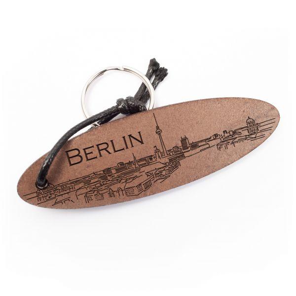 Schlüsselanhänger oval aus Echtleder mit Gravur im Used Look | Berlin