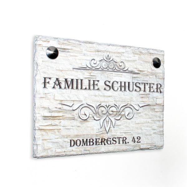 Namenschild mit Hausnummer und Ornamenten aus Naturschiefer