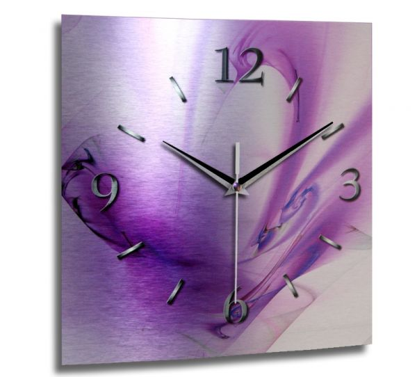 Wanduhr Abstrakt lila aus gebürstetem Aluminium mit leisem Funkuhrwerk