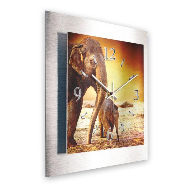 """3D Wanduhr """"Elefanten"""" aus gebürstetem Aluminium mit leisem Funk- oder Quarzuhrwerk"""