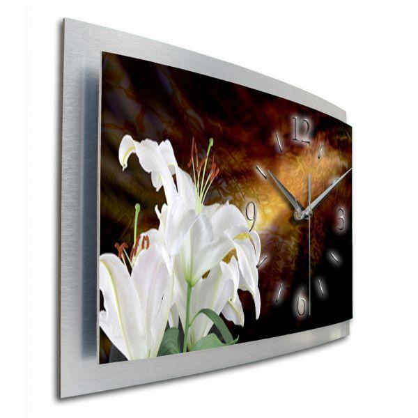 3D Wanduhr weiße Blüten aus gebürstetem Aluminium mit leisem Funkuhrwerk