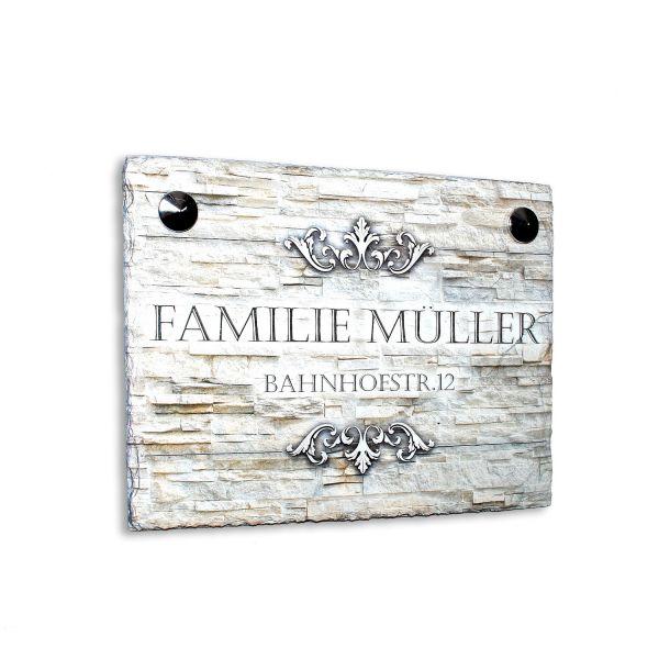 Namenschild mit Hausnummer und Ornament aus Naturschiefer