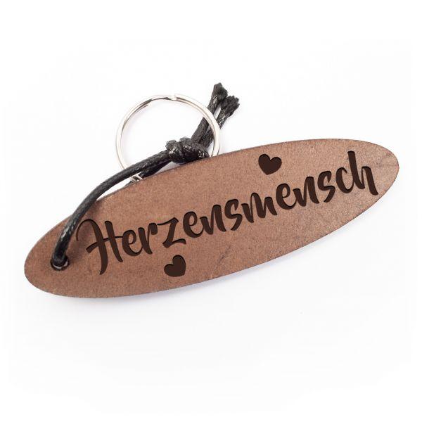 Schlüsselanhänger oval aus Echtleder mit Gravur im Used Look | Herzensmensch